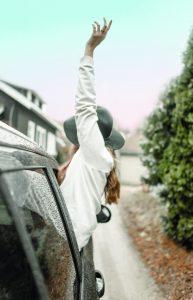 Verzekeren auto Vrouw blij